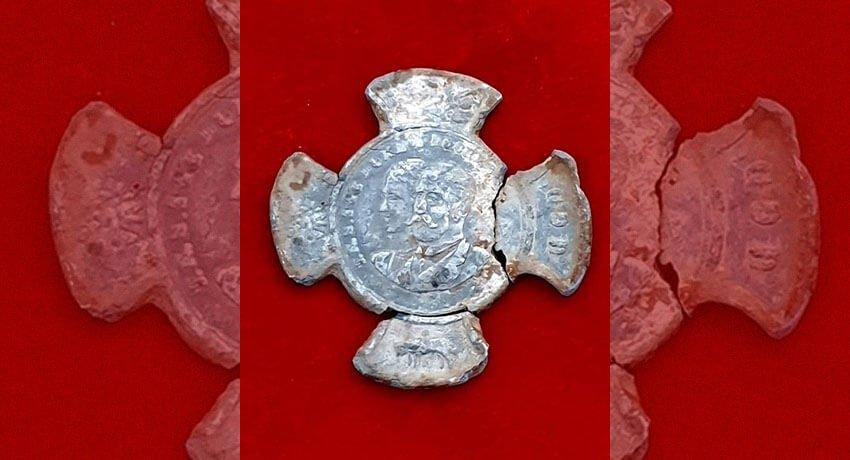 Cornwall ve York Dük ve Düşesi Anısına Basılmış Hatıra Madalyonu