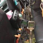 Simplex ve Multi Kruzer Metal Dedektörü Arabanın İçinde