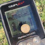 Kesinlikle Bu Dedektörü Seviyorum - Dedektör ekranı üzerinde duran para fotoğrafı