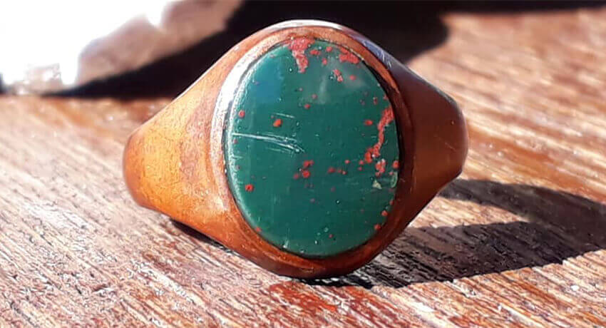 PulseDive'la Bulunan Yeşil Kan Taşı Yüzüğü